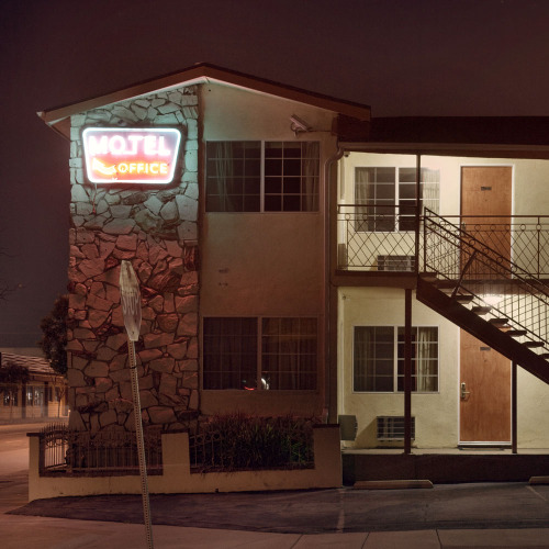 ryanschude:  This motel is down the street from the gallery I am showing prints at tonight through Saturday.  ©Ryan Schude