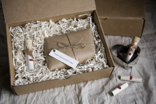 Imagine receiving this sweet little Valentine's box :) via oh hello friend