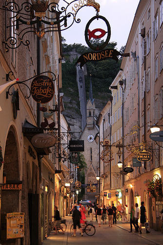 sunsurfer:  Early Evening, Salzburg, Austria  photo via airbearrrr