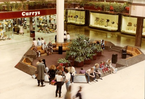 wandrlust:  Oh how I miss the conversation pit.  Where is this? it looks a lot like Eldon Square.