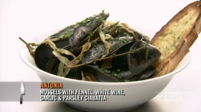okay, i do think fabio was robbed, because even I can steam some mussels, but i also love mussels and i would eat the fuck out of these, so good job antonia. also garlic bread is the key to my heart, so there's that too.