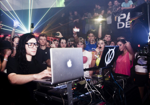 On Tuesday I got to shoot Skrillex at the Vault Nightclub.  I'm not a huge fan of dubstep, but I don't hate it either.  I didn't realize Skrillex was Sonny Moore aka the old singer of From First to Last until a few days before.  My roommate, a big fan of dubstep, didn't realize it either.  What's really funny is that for my 16th birthday my parents bought me and a bunch of friends tickets to go see The Rocket Summer on the AP tour.  Sonny Moore (then a solo artist, but not a dubstep superstar) was one of the opening acts.  So technically this was my second time seeing him perform, and trust me, it was completely different.  I had a blast, and I hope my pictures reflect the fun that everyone was having. Enjoy! xx