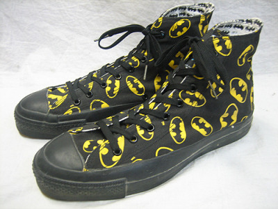 John Batman Mayer post reminded me of these Batman chucks. Yesterday I came across a guy who was wearing them and they were sooo cute.  Apparently they were vintage and more than $250 here in Tokyo now.
