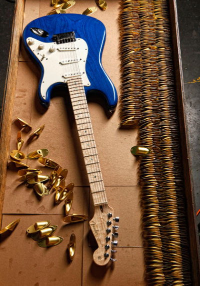 juliadream:  fuckyeahfenders:  rikipu:  Fender Custom Shop 2011 Custom Deluxe Stratocaster  Tears formed looking at this….  I am not kidding, tears actually did form.
