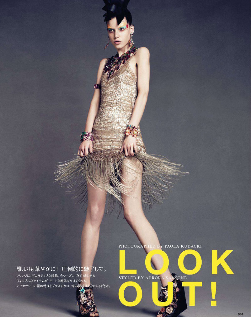 Look Out! Vogue Japón Marzo 2011 Tati Cotliar extra colorida y ornamentada en estas fotos de Paola Kudacki. Estilismo de Aurora Sansone. ….. Vogue Nippon March 2011 Tati Cotliar extra colorful and ornamented in this photos by Paola Kudacki. Styling by Aurora Sansone.