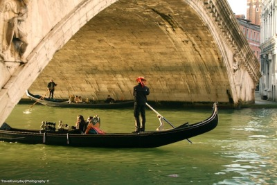 cgoco:  La Gondola Venice, Italy Probably known as one of the most romantic places in Earth, Venice gives way to couples who want to indulge in the experience of true love. The best way to do this is to rent a Gondola for a day and tour the city through its vast networks of canals.
