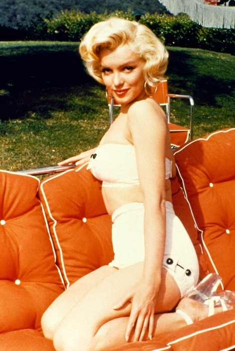 tikipop:  Marilyn and a cool, orange, poolside couch.