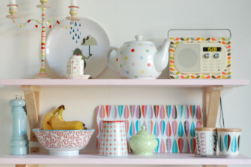 I love these shelves and the cute bits and bobs, I shall definately be doing something like this in my Kitchen. kitchen shelves (by kathrin)