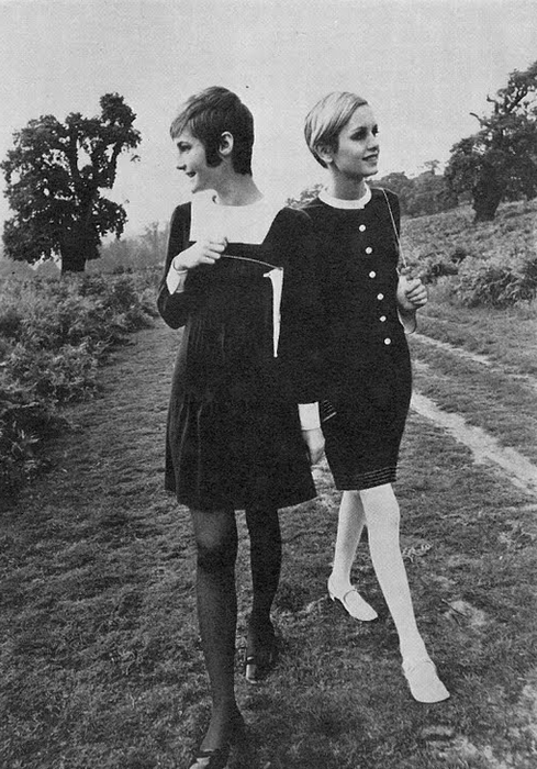 theswingingsixties:  Twiggy in '60s fashion.