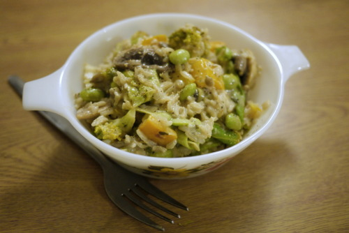 Creamy, Beany, Thai Green Rice (serves 4) I'm really into one pot dishes at the moment - I think I'm getting lazy… or old.  Anyway, I couldn't think of anything that already existed to describe what i really fancied for dinner this evening, so i just got everything out of the cupboard that I fancied - rice, broccoli, soya beans and coconut milk, then decided thai green curry paste would work as the flavour.  Boom.  A new dish is born.  Its really creamy and risotto like, but with chunky crunchy veg to remind you that you aren't an OAP and can actually chew… Ingredients:225g brown rice1 tin coconut milk3tsp green thai cury paste200ml soya or other non-dairy milk4Ts lemon or lime juicehalf a large head of broccolia big handful of frozen soya beans4 big leaves cabbage5 large mushroomshalf a yellow bell pepper1tsp coriander2tsp parsley1tsp vegetable stock powdersalt and lots of cracked black pepper Method:1.  Boil the rice in plenty of water in a large pan for 20 minutes.  Chop up and stir Fry the vegetables for 10 minutes on medium, adding the mushrooms after the rest, at 5 minutes in.   2.  Drain the water off the rice, then add the coconut milk, curry paste and seasoning and place back on the hob, turning the heat down to low.  Mix thoroughly and then add in the frozen soya beans.  Simmer and keep stirring for 5 minutes, then add the vegetables, lemon/lime juice and soya milk.  Mix in, and bring back to bubbling.   3.  Add more milk if too dry, or simmer for longer to reduce, if too wet.  Serve hot as a whole dish.