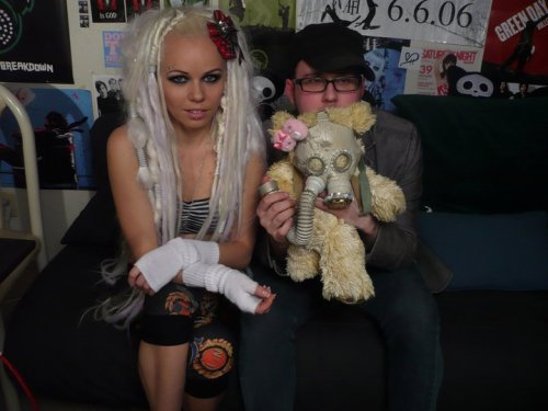 kerlidaily:  Kerli and DJ Rossstar  LOOK AT THAT FUCKING DECEMBERUNDERGROUND POSTER IN THE BACK. WHAT IS THIS, 2006? Do I love random fandom collisions.