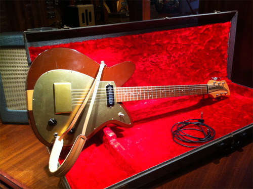 "Gorgeous instance of a circa 1957 Rickenbacker Combo 400 showcased at Rudy's Music Soho, New York. Combo 400s were the first Rickenbackers to be shaped like a ""tulip""."