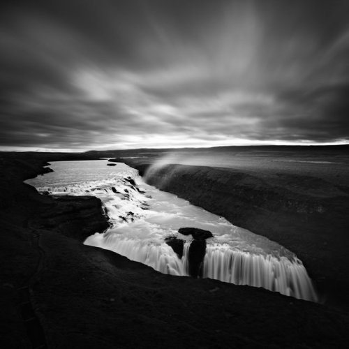 black-and-white:  Michel Rajkovic (via Dramatic Waters of Iceland)