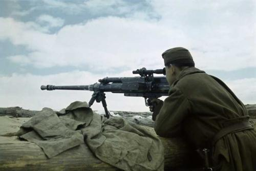 zsuki:  A Hungarian soldier with an AT rifle, eastern front 1941/42. na, ha valami, akkor ez gecimenő, gyerekek.  Solothurn S18-100 Anti tank rifle. These big guns were the hybrid of Anti-Tank and Anti-Aircraft ingenuity, firing 20mm anti-tank rounds, when the round penetrated the armor of the tank, it would release a handful of tungsten balls into the interior of the tank like a shotgun. Killing anyone inside.