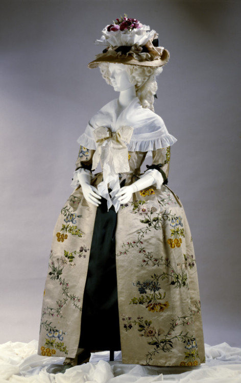 fripperiesandfobs:  Gown 1740's (made) 1780's (altered) From the V&A oh yes.