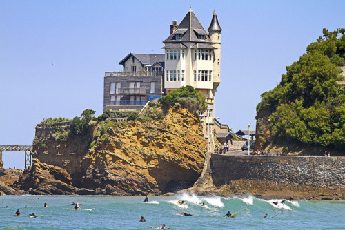 sunsurfer:   French Surfers, Biarritz, France (by Oscar Alonso Algote) photo via sadielynn14