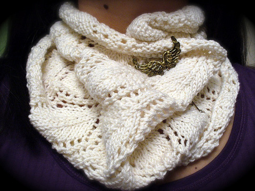 littlecraziness:  pretty! i do not fancy using a brooch to secure cowls, though, as they make me feel stuck inside the whole thing. Pattern: A Noble Cowl // emily k(nits)