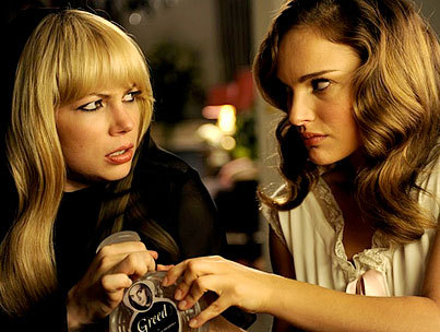 blackswanwhiteswan:  Michelle Williams and Natalie Portman: Catfight!