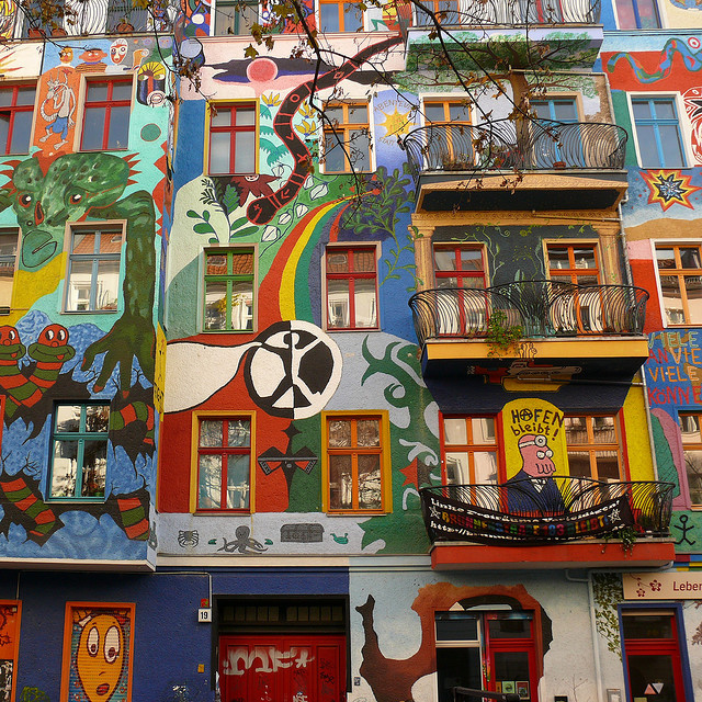 Colored house front in Berlin (by Frizztext)