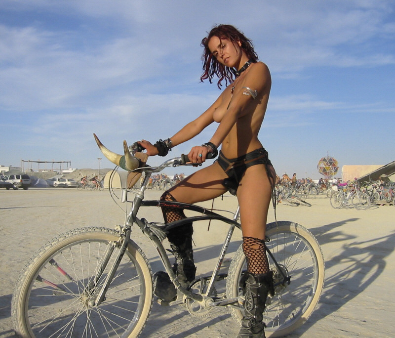 nude women at burningman