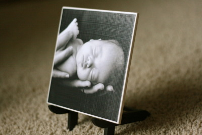 What fun photo tiles!  This would make a great gift for my parents!  ~  somewhat simple- DIY projects and creative ideas for your home and family: DIY Photo Tile from Let's Make It Ours