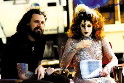 lesfemmefatale:  Rob and Sheri Moon Zombie on the set of House of 1000 Corpses