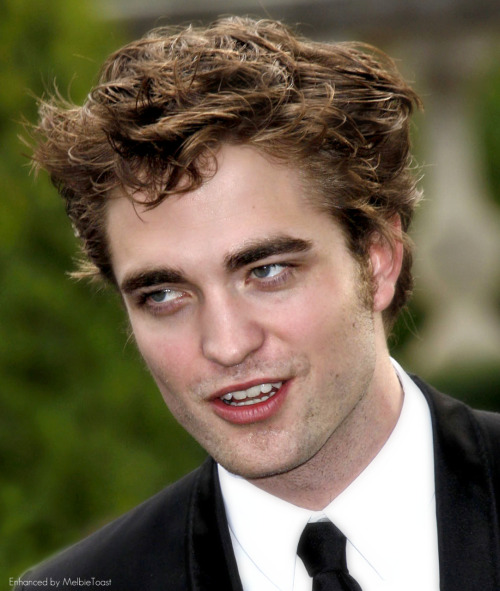 melbietoast:    Rob was oozing the sex stare this night… AMFAR Charity Event, Hollywood, May 2009  (click to view full-size)