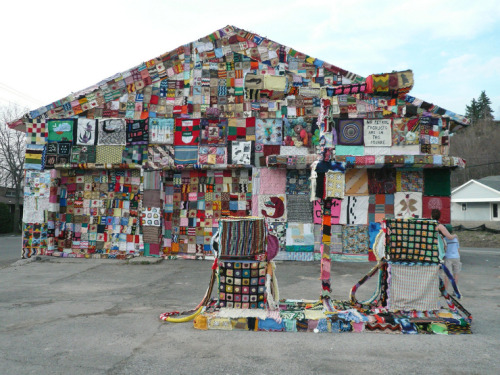 URBAN EFFING KNITTING FTW!!! This is literally one of the most awesome things I've ever seen!!! Yarn bombing FTW! haha. It can be pretty awesome… I must say. hehe. That's at a freaking gas station! ENJOY! ~BOO