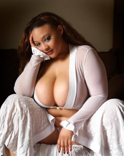 Mmmmmotorboat!!!! Click here to see more yummy milfs in action