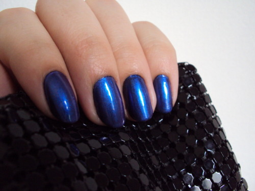 laridiamonds: Nail of the week: Black + Hits! 524  My partner is a freaking genius pt. II