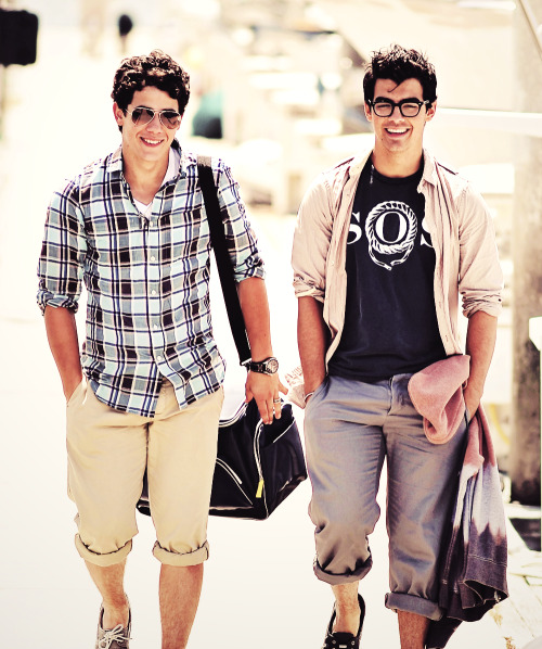 livelovepeacejonas:  smile(: