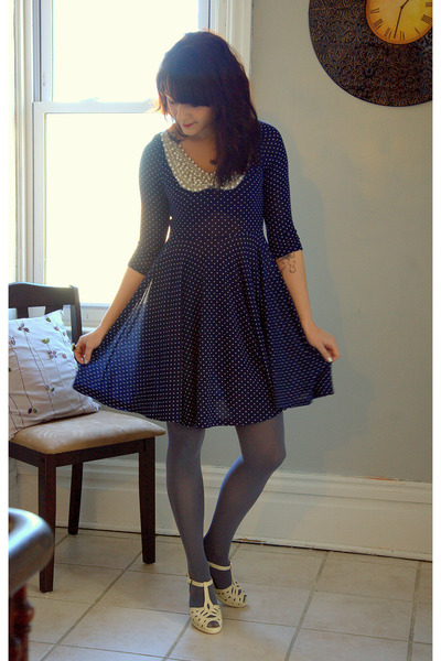 modcloth:  If there's one thing ModStylist Jess loves in a dress, it's a Peter Pan collar! Pearls, Polka Dots, and a Peter Pan Collar!