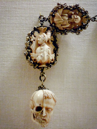 Gorgeous. Via puppet-circus: Ivory rosary with gilded silver chain, Germany, c.1500-1525