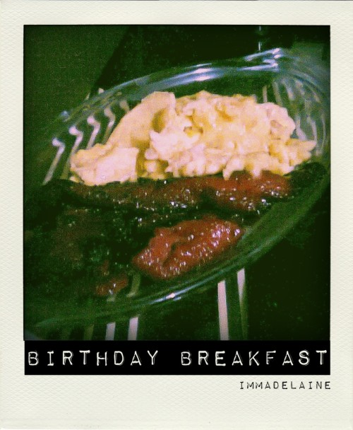 immadelaine:  Good morning surprise! My birthday breakfast. ♥  good morning mourn!  (but happy birthday)