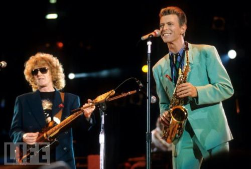Bowie and Ian Hunter singing for Freddie