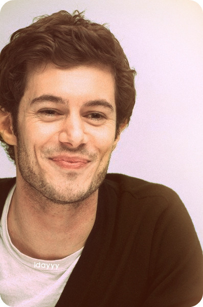 momentoamoris:  Adam Brody Is just so Handsome.    He looks like a pedophile mannequin.