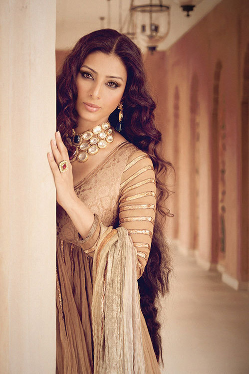 imsuchaarab:  undercoverdiva:  tabu. elegance. imzyzia:  Since the first Tabu photo was so popular, I thought I'd add another one taken by the incredibly talented Vishesh Verma!   Love this , mashAllah .