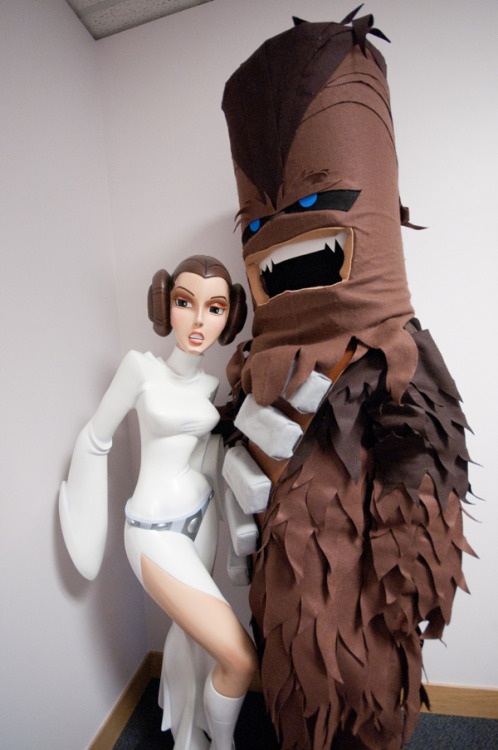 dbsw:  Birth of a Wookiee: A cosplay story… // by Plastic Bandido Click through to see how it was made.  •Geekleetist: DEEBS…this is great•