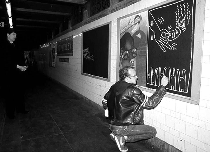souleyes:  Keith Haring drawing in the New York City subway