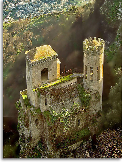 sunsurfer:  Erice Castle, Sicily, Italy  photo via nerdymusiclover