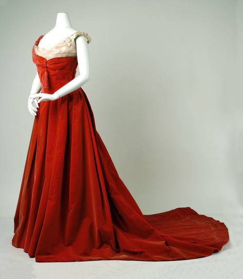 omgthatdress:  Jean-Phillipe Worth ball gown ca. 1898-1900 via The Costume Institute of The Metropolitan Museum of Art