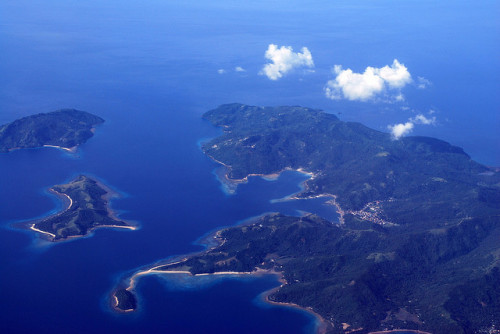 vivafilipinas:  Just some islands out of over 7000The Philippines