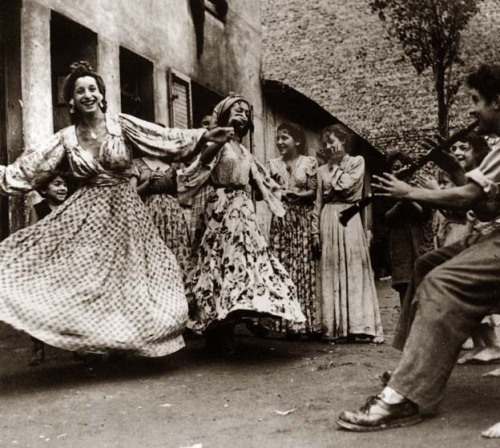 My Bohemian History ajromale:  Roma Dance in Paris 1945