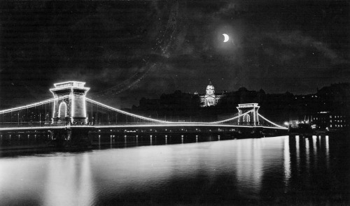 Széchenyi Chain Bridge - 1930s(via)