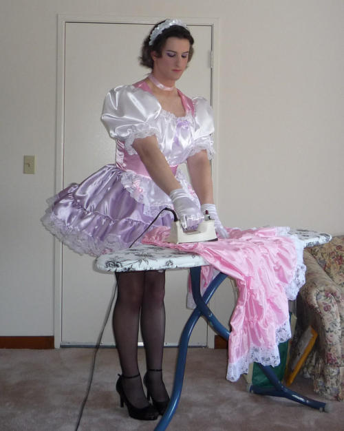 cuckoldsissybecka:  A sissy wife doing what she is supposed to be doing.  The fabulous Christine Beaujolais.