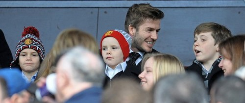 iloveunited:  David Beckham and sons (Brooklyn, Romeo and Cruz) watching United vs City