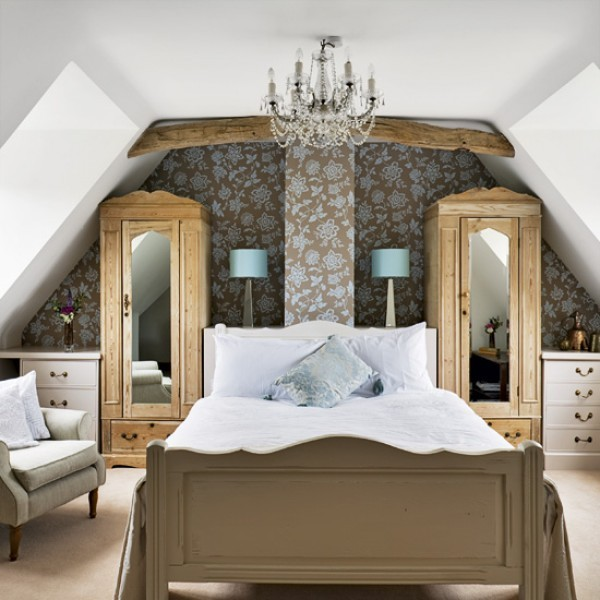micasaessucasa:  How to Create a Master Bedroom in your Attic