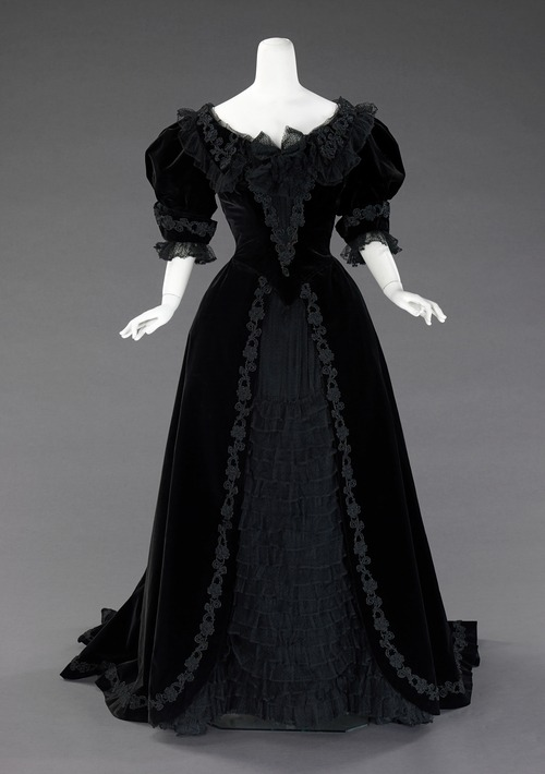 tea-lace:  Dress (Ball Gown) | La Religieuse | The Costume Institute | Collection Database | Works of Art | The Metropolitan Museum of Art, New York Ballgown, 1900