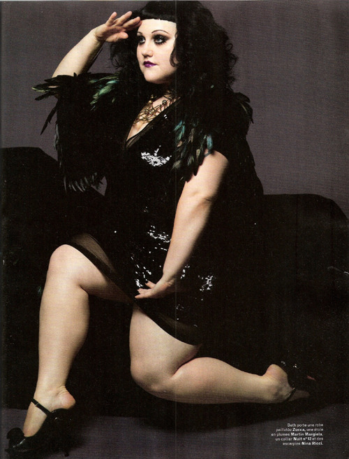 I admit, I'm not a fan of Beth Ditto.  I actually find her a little annoying.  That said, her thighs look scrumptious in this photo