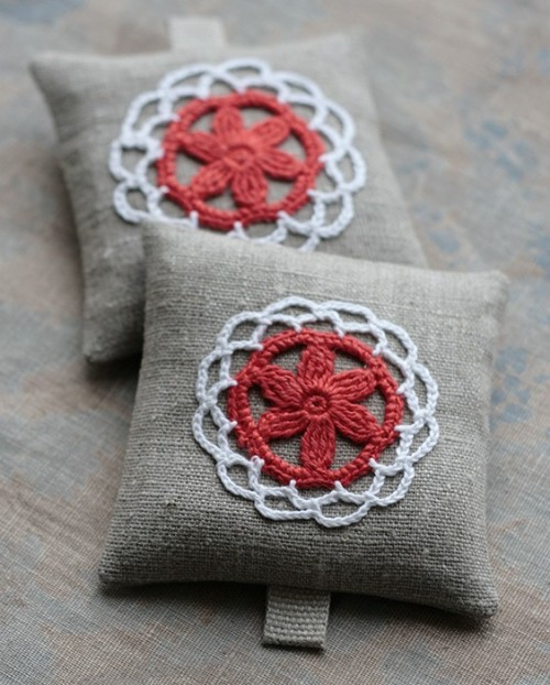 paintbrushdrive:    Lavender sachets — crochet motif  I've always loved lavender sachets…